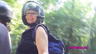 Ride in motion with a slut who gets her ass screwed
