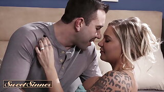 Cheating Wife Alison Avery Takes This Opportunity To Hook Up