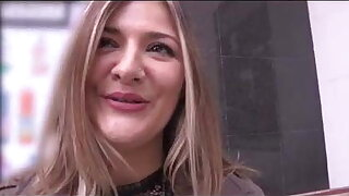 Blonde experienced MILF shows Filipe about fucking