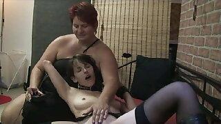 Female slave testing fucking machine ...