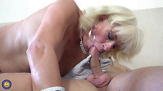 Mature wives suck and fuck big cocks
