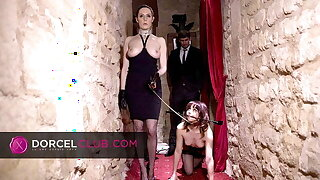 Ariel submitted to her dominatrix's perversions in SM club