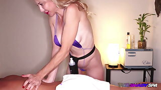 Busty milf masseuse wanking on the table while on hidden cam